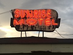 Sunrise Motel - Berryville, AR (Lon_Donner) Tags: neon arkansas vintagemotelsigns