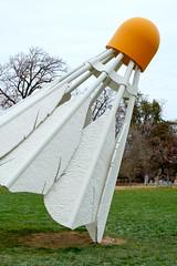 Nelson-Atkins Museum-4 (Rhett Jefferson) Tags: claesoldenburg coosjevanbruggen nelsonatkinsmuseumofart shuttlecocks