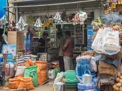 _B085499 Market in Nuwara Eliya.jpg (JorunT) Tags: nuwaraeliya november marked gatefoto srilankatørketfisk 2016 rundreise fisk bybilder