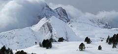 Invasion, haute vallée d'Aspe - Pyrénées France-Espagne (Démocrite, atomiste dérouté) Tags: valléedaspe coldusomport frontière pyrénéesatlantiques hautaragon espagne france montagnesenneigées hiver