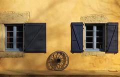 Soleil d'hiver (nathaliedunaigre) Tags: architecture mur wall paint peinture jaune yellow lumière light winter hiver sun soleil maison house façade fenêtres windows lesbauges savoie france