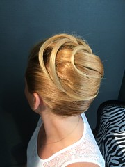 """Chignon banane • <a style=""""font-size:0.8em;"""" href=""""http://www.flickr.com/photos/115094117@N03/18580155296/"""" target=""""_blank"""">View on Flickr</a>"""
