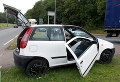 1999 FIAT PUNTO 60 TEAM 1242cc T418HBW (Midlands Vehicle Photographer.) Tags: abandoned punto team junk fiat crashed 1999 bust wreck 60 trashed bashed dumped 1242cc t418hbw