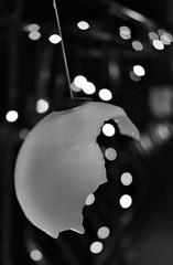 christmas&crash&lights (LikeTheHitter) Tags: christmascrash christmaslights crashlights christmas crash lights ball navidad accident noël incidente natale accidente weihnachten kraŝo jól hrun nollag tuairteála monochrome bianco e nero monocromo bokeh