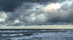 Штром (klgfinn) Tags: balticsea cloud coast landscape sea shore sky skyline storm water wave winter балтийскоеморе берег вода волна горизонт зима море небо облако пейзаж шторм