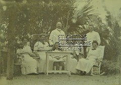 Groesfoto in tuin echtpaar Calkoen en M.C. Welle