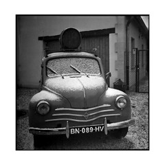 4 chevaux • gilly, burgundy • 2015 (lem's) Tags: snow classic car saint rolleiflex automobile burgundy 4 vincent renault neige bourgogne planar gilly 4cv cgevaux