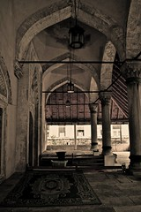 Um templo na Bsnia. (Leticia Manosso) Tags: architecture mostar arabic herzegovina templo turkish islamic religio musli bsnia