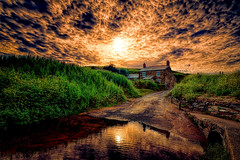Haus am Strand (radonracer) Tags: england clouds strand wasser cornwall wolken steine spiegelung steinhaus