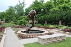 bear on the tree (laedri52) Tags: bear sculpture tree fountain nebraska omaha heykel havuz ay lauritzengarden