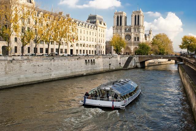 パリ市内観光+セーヌ川クルーズ(パリ発のオプショナルツアー)