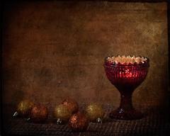 La luz que nacerá (saparmo) Tags: copa luz bolas navidad rojo fiestas adornos