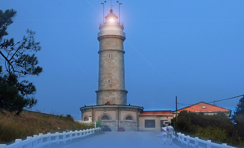 "Torres legendarias / Faros, minaretes, campanarios, rascacielos • <a style=""font-size:0.8em;"" href=""http://www.flickr.com/photos/30735181@N00/32534298845/"" target=""_blank"">View on Flickr</a>"