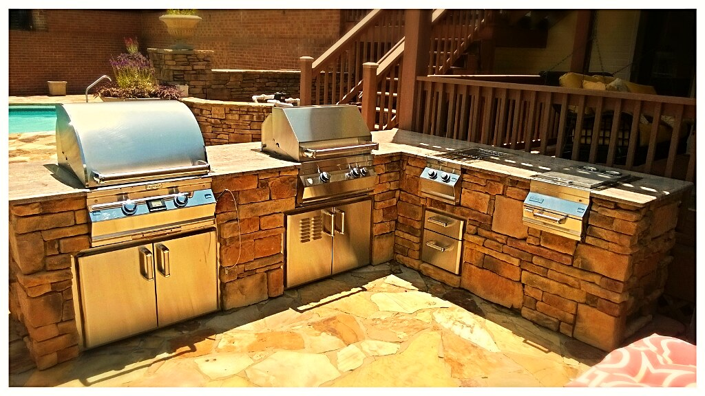 Custom Outdoor Kitchen. Harrison, Tn.