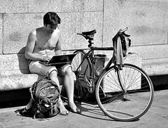 Topless Typist (jaykay72) Tags: street uk blackandwhite bw london candid streetphotography trafalgarsquare topless londonist typist stphotographia