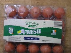 Aldi Healy's Farm 20 Large Eggs @3.50 22072015 03-07-2015 (Lord Inquisitor) Tags: brown farm eggs hen aldi eggcarton healys heneggs