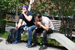 Lunch (Rick & Bart) Tags: park city people usa newyork man male guy green beauty canon garden manhattan candid streetphotography stranger backpack highline smörgåsbord everydaypeople newyorkcentralrailroad lucnh westsideline rickbart rickvink eos70d