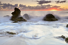 Rompiendo  la  ola (Juanroselloroig) Tags: cala nova ibiza