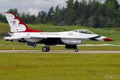 92-3880/ 1 USAF  Lockheed F-16CJ Fighting Falcon, EFTU, Finland (Sebastian Viinikainen.) Tags: 923880 usaf thunderbirds lockheed f16 fighting falcon fighter jet eftu airshow finland landing