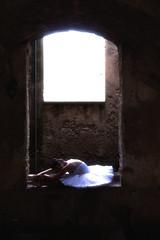 Ballerina (pinomangione) Tags: pinomangione tropea ballerina palazzofazzari portrait persone finestra