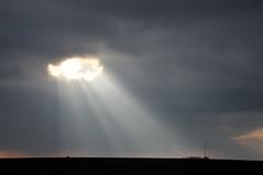 Y'a un trou dans le ciel! (jeangrgoire_marin) Tags: rays beam sunbeam sunrays clouds weather france essonne