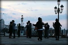 e se riesci a stare in piedi allora.. danza! (Blue Spirit - heart took control) Tags: venice primavera sunrise spring dancers alba danza venezia ballo ballerini mazurka balfolk mazurkaklandestina springsideeffects
