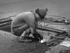 Le soudeur (ByKarine) Tags: rue travaux soudeur