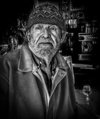 Paco Parra (Jose Mara Ruiz) Tags: white black blancoynegro blanco mayor negro personas poesia anciano anciana viejo poeta ancianos blanckandwhite comares duelos