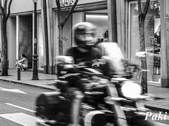 Correr (Paky paky) Tags: madrid bw espaa motion blancoynegro spain movimiento moto motorcycle hurry motorista prisa