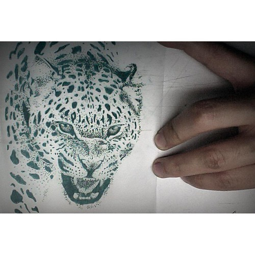 ...Practicando Puntillismo... -Tattoo-  #bogota #colombia #graffiti #zones1graffiti #ink #spray #ironlak #amen #bulldog #montana #color #sur #street #art #friend #love #historia #vida #paz #instagram #foto #tattoo
