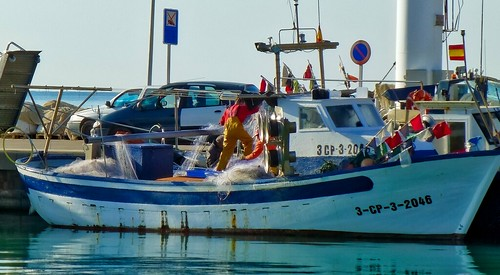 trafalgarinsider boat elcidfilminglocation españa fishermen fishing gibraltarofvalencia overalls peñíscola peníscola rubberpants spain spanishwonders trafalgar waders photolemur