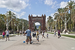 Bombolles de sabó en Passeig de Lluís Companys. (svet.llum) Tags: barcelona catalunya cataluña ciudad arquitectura calle gente artista verano
