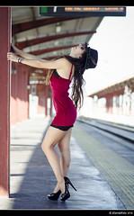 María - 1/5 (Pogdorica) Tags: modelo sesion retrato posado estacion tren anden chamartin chica sexy maria rivero