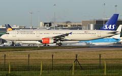 A321 SAS (matgawron) Tags: plane planespotting airport landing gear power airbus boeing man egcc b757 ielandair a321 a320 a319 sas aegan brussels austrian embraer a170 a175a190 a195 american usa delta b763 b767 b752 b747 thomas cook easyjet ryanair vueling cathay pacific hainan b777 b773 b772 sun v1 rotate take off