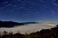 合歡山●清境農場~星軌星空~ Startrails above cloud (Shang-fu Dai) Tags: 台灣 taiwan nantou 南投 合歡山 台14甲 清境農場 星軌 彩色星軌 startrails colorstartrails nikon d800 formosa nightscene starry