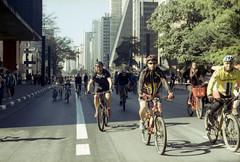 Canon Kodak  proimage (mlsirac) Tags: bike analgica pessoas sopaulo bicicleta lazer kodakproimage100 avpaulista ciclovia canoneos3000 fernandohaddad cicloviadaavenidapaulista