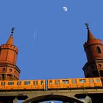 Oberbaumbrücke - The Oberbaum Bridge in Berlin - El Puente de Oberbaum thumbnail