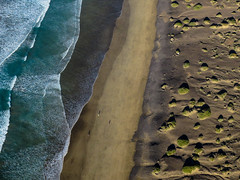 Famara (urs_aschmann) Tags: famara fliegen gleitschirmfliegen lanzarote aerial picture meer strand wellen landscape landschaft küste seashore