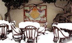 Un tè in giardino? Tea in the garden? (Raffa2112) Tags: neve valledaosta courmayeur meridiana cortiletto canonpowershotg10 raffa2112 bianco white snow sundial