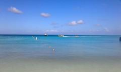 La belleza de lo simple (mnovela2293) Tags: arubaplaya arenablancamar turquesa cielo azul nubes blancasa