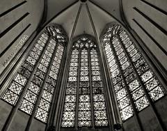 Catedral de Narbonne (m@®©ãǿ►ðȅtǭǹȁðǿr◄©) Tags: narbona narbonne france catedral catedraldenarbonne cathédralesaintjustetsaintpasteur arquitectura geometria edificio cristales boveda monocromo bw olympusepl1 zuikoed14÷42mmf35÷56 marcovianna marcoviannafotógrafo m®©ãǿ►ðȅtǭǹȁðǿr◄©