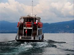 Full power ahead (Ostseetroll) Tags: bardolino geo:lat=4554692230 geo:lon=1071832908 geotagged ita italien lagodigarda veneto gardasee fähre ferryboat