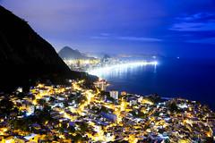 Rio de Janeiro/RJ (Rato Diniz) Tags: luz arquitetura brasil riodejaneiro casa rj paisagem noturna noite favela morro anoitecer zonasul moradia vidigal rataodiniz habitaao morrodovidigal