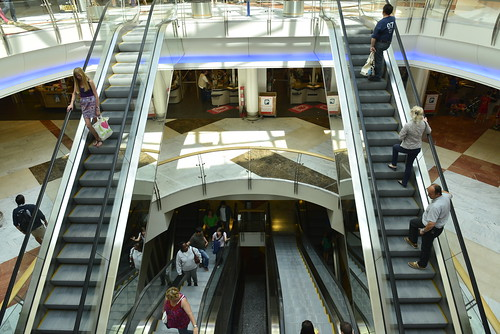 Les escalators vers le parking souterrain
