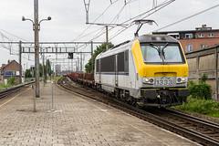 NMBS 1333 with steeltrain, Gent-Dampoort, 24-7-2015 (mch68) Tags: europe belgium belgi rail 13 gent nmbs nationalemaatschappijderbelgischespoorwegen electriclocomotive gentdampoort