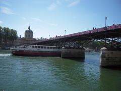 LE PONT DES ARTS (marsupilami92) Tags: paris france seine vacances frankreich ledefrance pont capitale bateau 75 tourisme fleuve pontdesarts parisplage 1erarrondissement