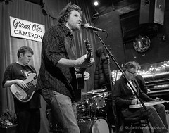 Golden Country Classics - Doug Paisley (sevres-babylone) Tags: ©jmartinsevresbabylone toronto cameronhouse band goldencountryclassics dougpaisley x100t 161207203924bwcr72800a
