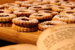 Servez-vous (Nathalie_Désirée) Tags: cookie christmas macro book kitchen foodanddrink advent winter december