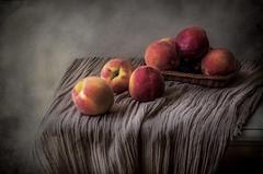 Melocotones (JACRIS08) Tags: frutas naranja melocotones bodegon still life