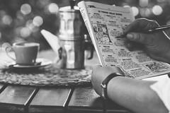 Per un buon caffè napoletano... (mariateresa toledo) Tags: caffè coffee caffettieranapoletana neapolitancoffeemaker settimanaenigmistica passatempo pastime diversion pennastilografica fountainpen distagontfe1435 zeiss sonynex7 mariateresatoledo dsc09314 cuccumella cuppetiello